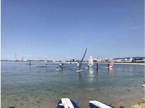 【大阪・関空前】抜群のロケーションで目一杯・快適セイリング!ウインドサーフィン体験(1日コース)