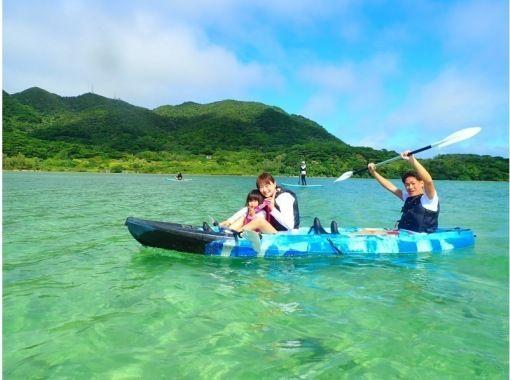 """[Ishigaki Island / Half Day] ② Michelin Three Stars! World-recognized """"Kabira Bay"""" SUPor canoe experience tour [photo data free]の紹介画像"""