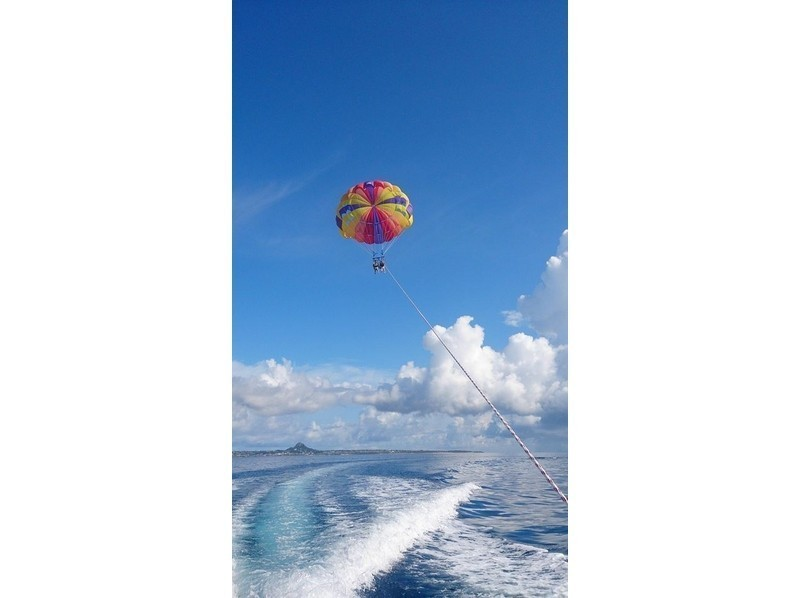 [Okinawa northern departure] rope length 200m superb view Churaumi parasailing! ! Introduction to image