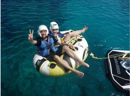 """GoTo Travel Coupon Target Store"" [Okinawa Headquarters] Minna Island Near Sea Half Day Churaumi Parasailing & Marine Sports 2 Points (Shark Course)の紹介画像"