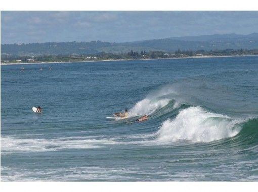 【神奈川・湘南・江ノ島】サーフィンスクール体験トライアルコース【地元気分を満喫する自転車移動】