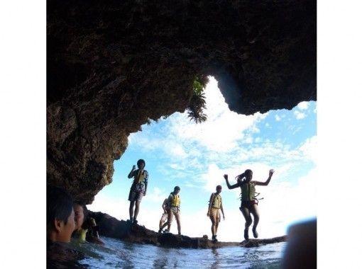 【沖縄・石垣島】【半日】話題の秘境「青の洞窟」を望む半日シュノーケリングツアー【写真データ無料】