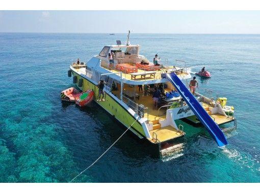 ウォータースライダー付きの船で行く、慶良間半日OPG体験ダイビング&シュノーケルツアー