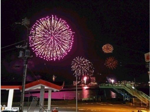 【静岡・伊豆・熱海】ビーチサイドカフェで花火鑑賞!熱海海上花火大会