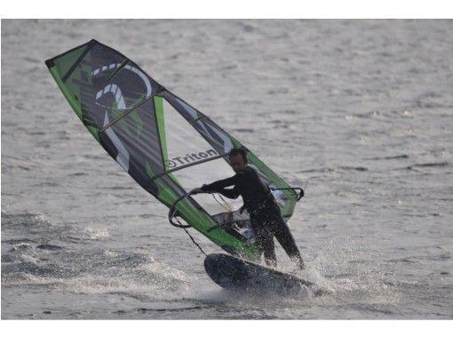 【千葉・検見川浜】ウインドサーフィンの醍醐味プレーニングを習得!中級スクール(オールレンタル★)