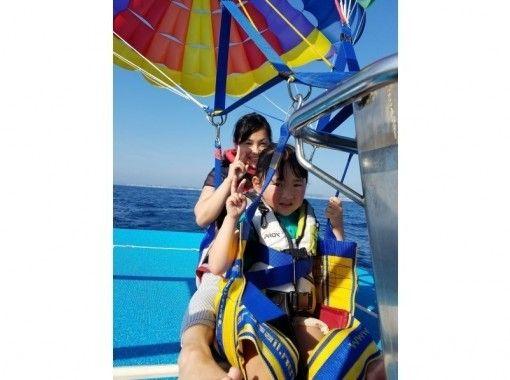 【沖縄・宜野湾】当店オリジナルオーダーメイドパラセーリングボードにのって宜野湾上空を空高く飛ぼう!!