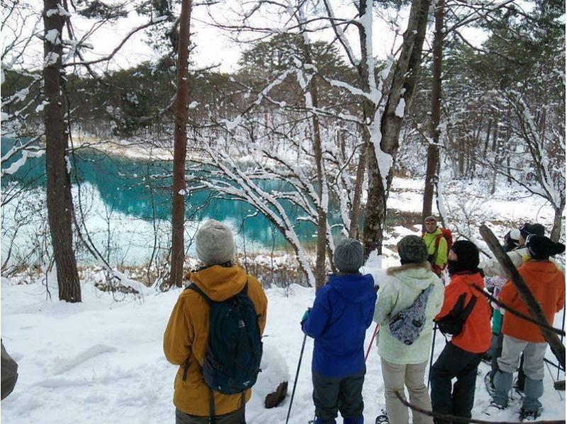 【福島・裏磐梯】雪原の中に輝く青!神秘の五色沼スノーシュー体験(午前/午後)の紹介画像