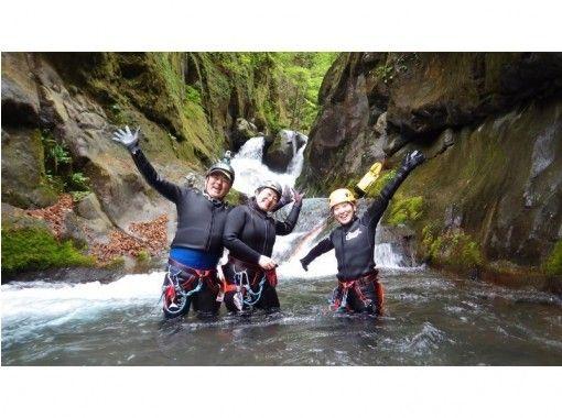 【栃木県・日光市】日光国立公園で新体験!!本格的キャニオニング(半日プラン)水着とタオルだけでOK!