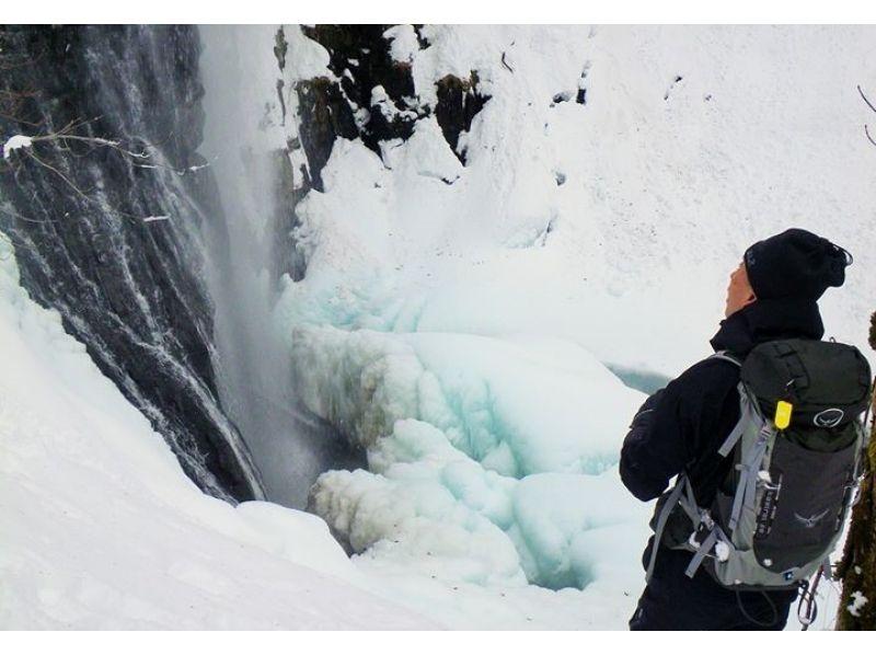 【福島・裏磐梯】迫力満点!厳冬の不動滝スノーシュー体験(ブルーアイスツアー)(午前/午後)の紹介画像