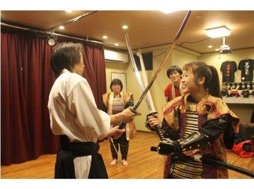 【大阪・天神橋】Samurai Armor Experience・ 甲冑を着て殺陣チャンバラ体験!