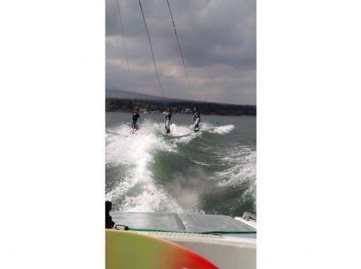 【山梨・山中湖】最高のロケーションでウェイクボード体験(通常コース)★Rio de Emocion