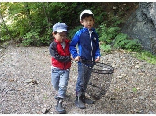 【北海道・富良野】お得に1日たっぷり遊べるファミリーラフティング&釣り入門!1組様限定で安心