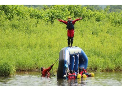 【ニセコ・ラフティング】みんなで大自然を満喫しよう!!4歳から参加できる ♪の紹介画像