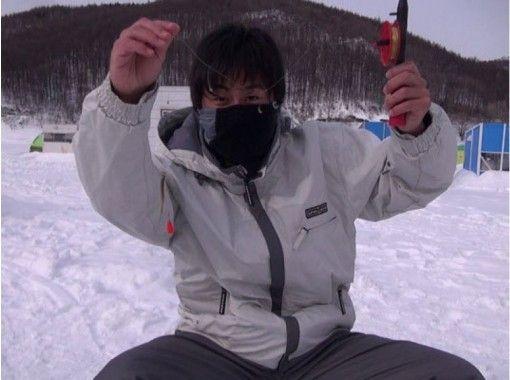 【北海道・富良野】金山湖・ワカサギ釣り体験 ~釣った魚はその場でから揚げ~