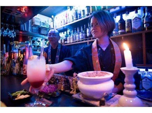 【東京・中野】サブカル・オタクの聖地、中野ブロードウェイの「坊主バー」で写経の紹介画像
