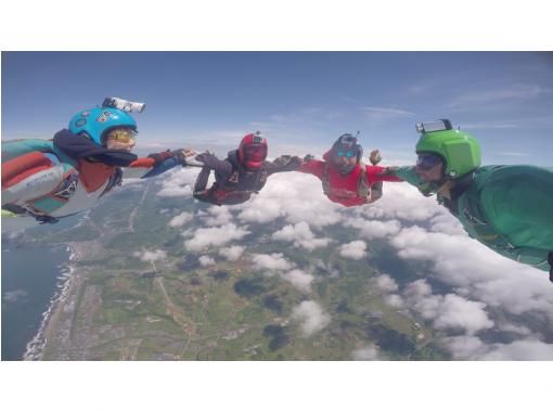 【北海道・余市】360°の絶景!高度3,800mからのタンデムスカイダイビング!!(動画撮影付き)