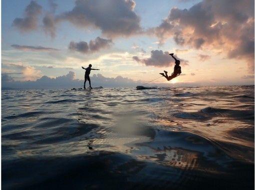 【沖縄・石垣島】極上のサンセットタイムのサップヨガ&サップ・夕暮れマジックアワープラン