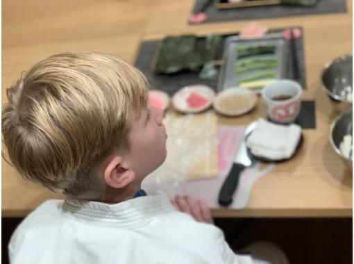 [Kyoto / Karasuma Oike] Excellent access! Making cute and delicious sushi rolls (2 types) with original recipe booklet!の紹介画像