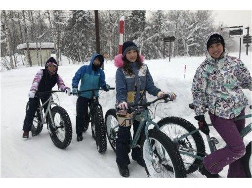札幌出発、ファットバイク・犬ぞり・ノーシュートレック・青い池・温泉付、北海道の冬1日満喫プラン♬
