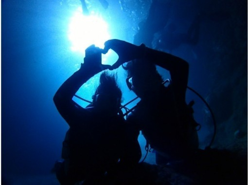 【おすすめNo,1】絶叫ウォータートイ&ボートで青の洞窟体験ダイビング【まるごと恩納村で快適開催】の紹介画像