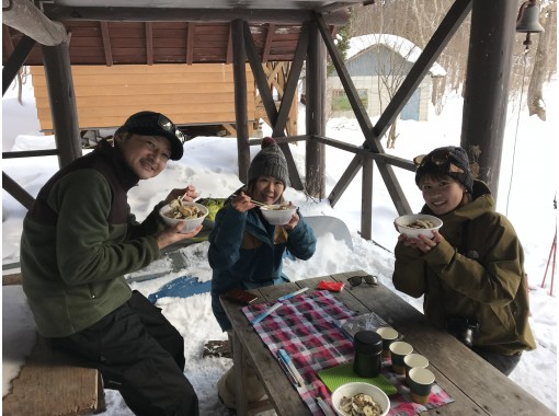 [5 minutes from IC] 1-day snow trekking tour in the frozen marsh of Gunma Minakami * Lunch includedの紹介画像