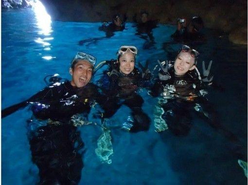 【沖縄・恩納村】8歳から参加OK!バナナボート&青の洞窟ダイビング