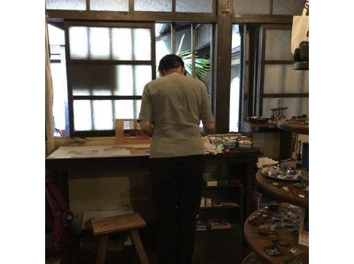 【大阪・空堀】おひとり様限定・築200年以上の古民家雑貨店で型染め体験-じっくり手ぬぐいコース。様々な型で世界で一つの作品を作りましょう