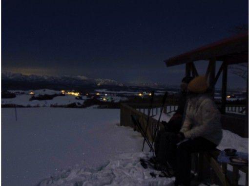 【北海道・富良野】満点の星空を堪能!麓郷ナイトスノーシュー&星空観察 ホットドリンクとお菓子つき!