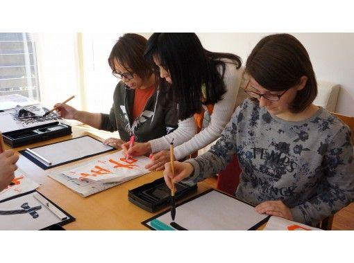 【 东京 · 世田谷 】从涩谷乘火车12分钟!在家里,手工书法与实践经验!彩色纸或风扇♪の紹介画像