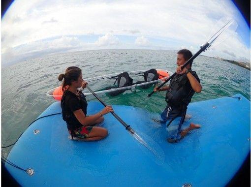 [沖縄Onna Village]推薦家庭旅行!去船透明皮艇讓我們享受優雅的海上桑普♪の紹介画像