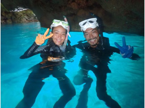 """""""Beginners welcome charter tour"""" Blue cave snorkel! Same-day reservation is OK! Free GoPro photography & feeding ☆ Free sandals! HIS Super Summer Sale now in progressの紹介画像"""
