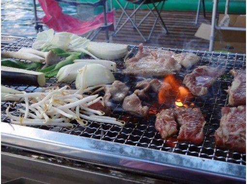 【長野・大町市】青木湖レイクサイドでジビエと信濃大町の地域ブランド食材でバーベキュー♪焚火の炎とランタンの明かりで夕暮れを楽しむ。