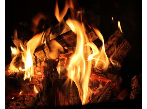 [长野 / 大町市] 在青木湖湖畔,用 Jibie 和信浓大町的当地品牌食材烧烤♪ 享受篝火的火焰和灯笼的光芒的黄昏。の紹介画像