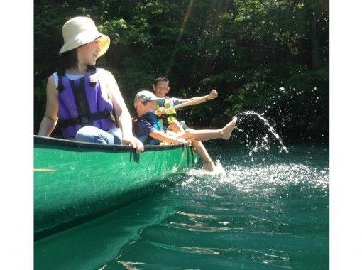 【青森・十和田湖】綺麗な湖を漕ぎ進むカナディアンカヌーツアー!チョコケーキと紅茶つき!