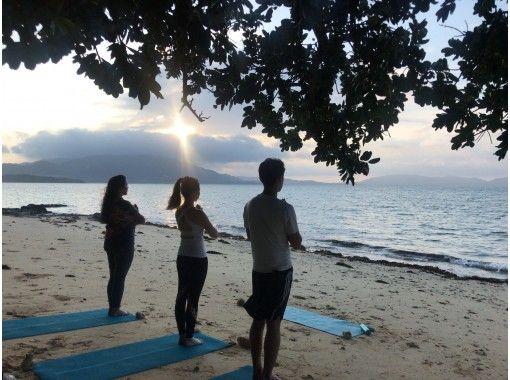 【沖縄・石垣島】1組貸切 サンライズビーチヨガ 静かな海辺で深呼吸