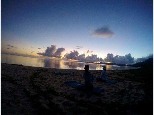 【沖縄・石垣島】1組貸切完全プライーべト制! サンライズヨガ 静かな海辺で深呼吸