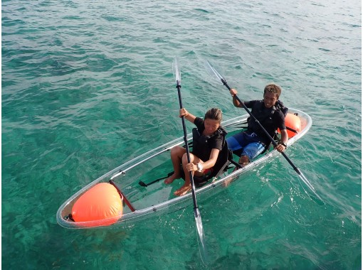 [冲绳蓝洞]蓝洞浮潜和透明皮划艇套装计划乘私人船去の紹介画像