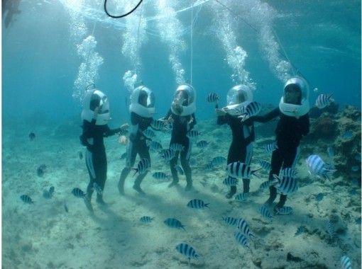 [冲绳恩纳村]对于那些不会游泳或不擅长水的人来说是安全的!海上步道和清晰皮划艇设置计划の紹介画像