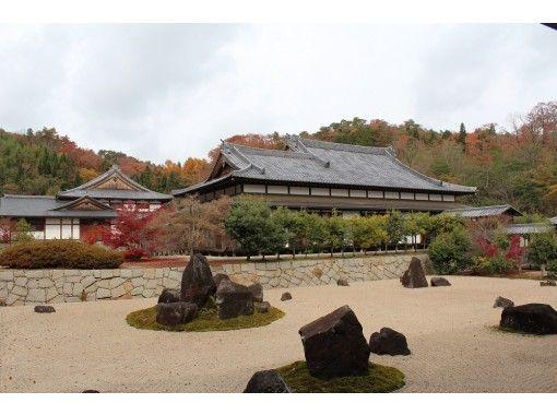 【広島・神石高原】自然に囲まれたお寺で、写経・碾き茶(抹茶)・瞑想体験