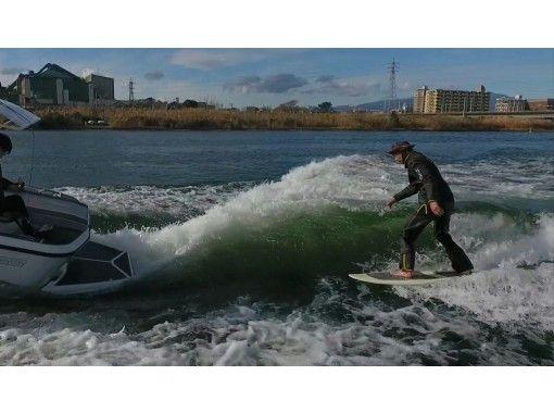 【神奈川・湘南】初心者・女性一人でも大歓迎!ウェイクサーフィン体験