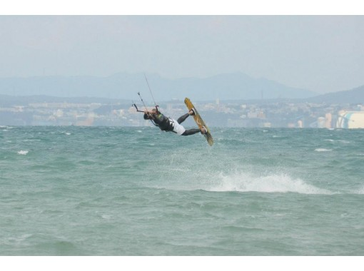 [Fukui ・ Mikuni / Takasu] Kite board 1-day experience course Experienced instructors will take lessons!の紹介画像