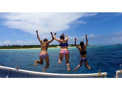 半日プラン【瀬底島&水納島近海】ボートに乗って素潜り!2スキンダイブ付きで大満足