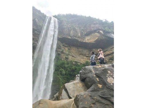 【沖繩/西表島】限時優惠(4月-10月) 如果你來西表島,我想去那裡一次!皮奈薩拉瀑布和巴拉蘇島浮潛之旅の紹介画像