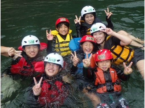 【京都・保津川】小学1年生から参加OK!のんびりラフティングツアー(10:30スタート)の紹介画像