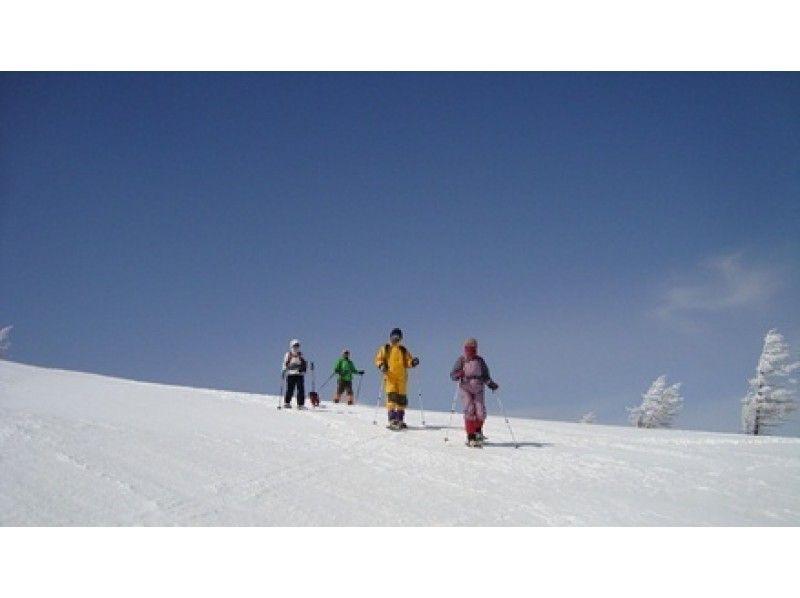 【長野・浅間山】~地球の鼓動を感じる雪と溶岩のコントラスト~鬼押出し溶岩探検スノーシュートレッキングの紹介画像