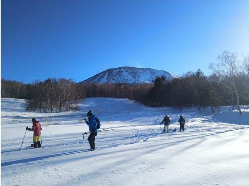 """[淺間]最好的雪和引進圖像視圖""""Takamineyama雪鞋徒步旅行""""富士八岳[海拔2000米]"""