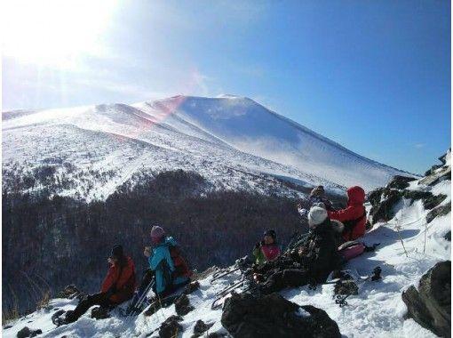 "[Gunma/ Kusatsu] Looking at the impressive emerald green Yugama ~ Shiraneyama Yugama tour ""Snowshoes Wrecking"" 7 years old ~の紹介画像"