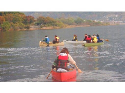 【河口湖】で早朝カヌー体験/カヌーを使って湖上散歩&家族、友達、グループで思い出作りの旅