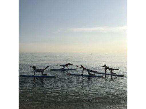 【兵庫・明石】絶景!淡路島と明石海峡大橋が望める松江海岸で「SUPヨガ+SUPクルージング」体験のコ