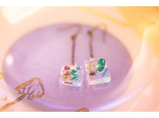 [Osaka Umeda] Glitter accessories made from fusing glass ♪ Trigger glass craft experience ☆の紹介画像
